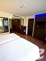 プーケット プールアクセスのホテル : ノボテル プーケット ビンテージ パークリゾート(Novotel Phuket Vintage Park)のデラックス プールアセスルームの設備 Bedroom
