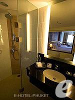 プーケット スパ併設のホテル : ノボテル プーケット ビンテージ パークリゾート(Novotel Phuket Vintage Park)のデラックス プールアセスルームの設備 Bath Room