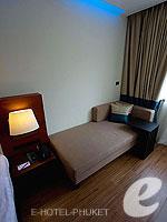 プーケット スパ併設のホテル : ノボテル プーケット ビンテージ パークリゾート(Novotel Phuket Vintage Park)のファミリールームの設備 Day Bed