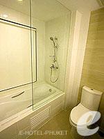 プーケット スパ併設のホテル : ノボテル プーケット ビンテージ パークリゾート(Novotel Phuket Vintage Park)のファミリールームの設備 Bathtub