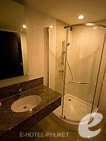 プーケット プールアクセスのホテル : ノボテル プーケット ビンテージ パークリゾート(Novotel Phuket Vintage Park)のファミリールームの設備 Bath Room