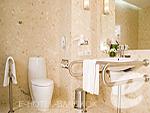 バンコク スワンナプーム空港周辺のホテル : ノボテル スワンナプーム エアポート ホテル(Novotel Bangkok Suvarnabhumi Airport)のデラックス ウィズ ブレックファーストルームの設備 Bath Room