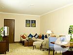 バンコク スワンナプーム空港周辺のホテル : ノボテル スワンナプーム エアポート ホテル(Novotel Bangkok Suvarnabhumi Airport)のエグゼクティブ スイート ウィズ ブレックファーストルームの設備 Living Room