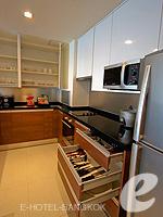 バンコク スクンビットのホテル : オークウッド レジデンス スクンビット24 バンコク(Oakwood Residence Skumvit 24 Bangkok)の2ベッドルーム (ウィズABFルームの設備 Kitchen