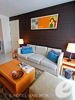 バンコク スクンビットのホテル : オークウッド レジデンス スクンビット24 バンコク(Oakwood Residence Skumvit 24 Bangkok)の1ベッドルーム (ルームオンリー)ルームの設備 Living Room