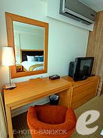 バンコク スクンビットのホテル : オークウッド レジデンス スクンビット24 バンコク(Oakwood Residence Skumvit 24 Bangkok)の1ベッドルーム (ルームオンリー)ルームの設備 Desk