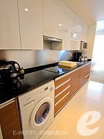 バンコク スクンビットのホテル : オークウッド レジデンス スクンビット24 バンコク(Oakwood Residence Skumvit 24 Bangkok)のスタジオ デラックス(ウィズ ABF)ルームの設備 Kitchen
