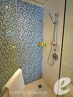 バンコク スクンビットのホテル : オークウッド レジデンス スクンビット24 バンコク(Oakwood Residence Skumvit 24 Bangkok)のスタジオ デラックス(ウィズ ABF)ルームの設備 Bath Room