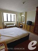 バンコク ファミリー&グループのホテル : オムニ タワー スクンビット ナナ バイ コンパス ホスピタリティ(Omni Tower Sukhumvit Nana by Compass Hospitality)のスタジオ エグゼクティブルームの設備 Bedroom