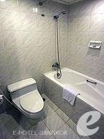 バンコク ファミリー&グループのホテル : オムニ タワー スクンビット ナナ バイ コンパス ホスピタリティ(Omni Tower Sukhumvit Nana by Compass Hospitality)のスタジオ エグゼクティブルームの設備 Bathroom