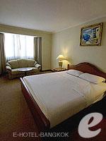 バンコク ファミリー&グループのホテル : オムニ タワー スクンビット ナナ バイ コンパス ホスピタリティ(Omni Tower Sukhumvit Nana by Compass Hospitality)の1ベッドルーム エグゼクティブルームの設備 Bedroom