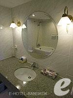 バンコク ファミリー&グループのホテル : オムニ タワー スクンビット ナナ バイ コンパス ホスピタリティ(Omni Tower Sukhumvit Nana by Compass Hospitality)の1ベッドルーム エグゼクティブルームの設備 Bathroom