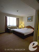 バンコク ファミリー&グループのホテル : オムニ タワー スクンビット ナナ バイ コンパス ホスピタリティ(Omni Tower Sukhumvit Nana by Compass Hospitality)の2ベッドルーム エグゼクティブルームの設備 Master Bedroom