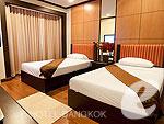 バンコク ファミリー&グループのホテル : オムニ タワー スクンビット ナナ バイ コンパス ホスピタリティ(Omni Tower Sukhumvit Nana by Compass Hospitality)の2 ベッドルーム プレミアルームの設備 Master Bedroom