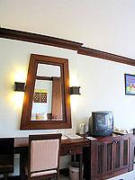 プーケット カタビーチのホテル : オーキダシア リゾート(Orchidacea Resort)のスーペリアルームの設備 Television