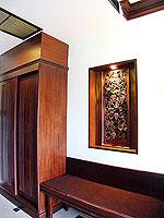 プーケット カタビーチのホテル : オーキダシア リゾート(Orchidacea Resort)のスーペリアルームの設備 Closet