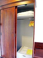 プーケット フィットネスありのホテル : オーキダシア リゾート(Orchidacea Resort)のスーペリアルームの設備 Closet