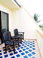 プーケット カタビーチのホテル : オーキダシア リゾート(Orchidacea Resort)のスーペリアルームの設備 Balcony