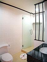 プーケット カタビーチのホテル : オーキダシア リゾート(Orchidacea Resort)のスーペリアルームの設備 Bathroom