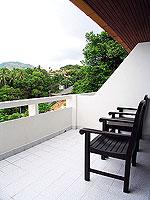 プーケット カタビーチのホテル : オーキダシア リゾート(Orchidacea Resort)のデラックス シービュー ルームの設備 Balcony