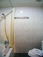 プーケット フィットネスありのホテル : オーキダシア リゾート(Orchidacea Resort)のデラックス シービュー ルームの設備 Bathroom
