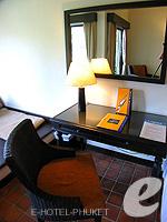 プーケット ファミリー&グループのホテル : アウトリガー ラグーナ プーケット リゾート(Outrigger Laguna Phuket Beach Resort)のデラックス ラグーンルームの設備 Writing Desk
