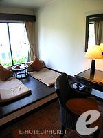 プーケット スパ併設のホテル : アウトリガー ラグーナ プーケット リゾート(Outrigger Laguna Phuket Beach Resort)のデラックス ラグーンルームの設備 Relax Area