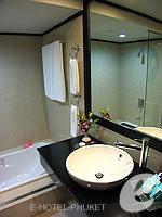 プーケット スパ併設のホテル : アウトリガー ラグーナ プーケット リゾート(Outrigger Laguna Phuket Beach Resort)のクラブ シービュールームの設備 Bath Room