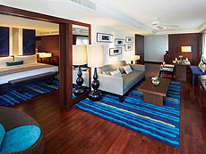 プーケット ファミリー&グループのホテル : アウトリガー ラグーナ プーケット リゾート(1)のお部屋「1ベッドスイート シービュー」