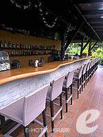 Bar / Phi Phi Island Village Beach Resort, มีสปา