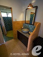 クラビ キャンペーンのホテル : ピピ アイランド ヴィレッジ ビーチリゾート(Phi Phi Island Village Beach Resort)のスーペリア バンガロウルームの設備 Bathroom