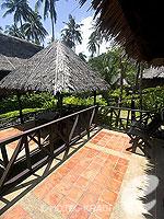 クラビ キャンペーンのホテル : ピピ アイランド ヴィレッジ ビーチリゾート(Phi Phi Island Village Beach Resort)のデラックス バンガロウルームの設備 Terrace