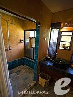 クラビ キャンペーンのホテル : ピピ アイランド ヴィレッジ ビーチリゾート(Phi Phi Island Village Beach Resort)のデラックス バンガロウルームの設備 Bathroom