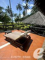 クラビ キャンペーンのホテル : ピピ アイランド ヴィレッジ ビーチリゾート(Phi Phi Island Village Beach Resort)のビーチフロント ジュニア スイートルームの設備 Terrace