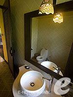 クラビ キャンペーンのホテル : ピピ アイランド ヴィレッジ ビーチリゾート(Phi Phi Island Village Beach Resort)のヒルサイド プール ビラルームの設備 Sink