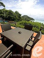 クラビ キャンペーンのホテル : ピピ アイランド ヴィレッジ ビーチリゾート(Phi Phi Island Village Beach Resort)のヒルサイド プール ビラルームの設備 Terrace