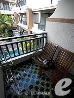 Balcony : Deluxe Room (เกาะพีพี) โรงแรมในกระบี่, ประเทศไทย