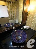 Bath Room : Deluxe Room (เกาะพีพี) โรงแรมในกระบี่, ประเทศไทย
