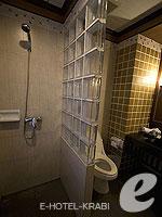 Bath Room : Pool Access Room (เกาะพีพี) โรงแรมในกระบี่, ประเทศไทย