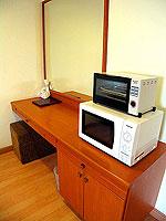 パタヤ シラチャーのホテル : パシフィック パーク ホテル & レジデンス(Pacific Park Hotel & Residence)のスタンダード(ホテルウィング)ルームの設備 Microwave