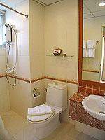 パタヤ シラチャーのホテル : パシフィック パーク ホテル & レジデンス(Pacific Park Hotel & Residence)のスタンダード(ホテルウィング)ルームの設備 Bathroom