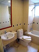 パタヤ シラチャーのホテル : パシフィック パーク ホテル & レジデンス(Pacific Park Hotel & Residence)のエグゼクティブ スタンダード(ホテル ウィング)ルームの設備 Bathroom