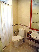 パタヤ シラチャーのホテル : パシフィック パーク ホテル & レジデンス(Pacific Park Hotel & Residence)のエグゼクティブ スーペリア(ホテル ウィング)ルームの設備 Bath Room