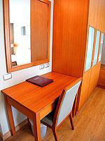 パタヤ シラチャーのホテル : パシフィック パーク ホテル & レジデンス(Pacific Park Hotel & Residence)のエグゼクティブ デラックス コーナー(ホテル ウィング)ルームの設備 Desk