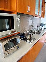 パタヤ シラチャーのホテル : パシフィック パーク ホテル & レジデンス(Pacific Park Hotel & Residence)のエグゼクティブ デラックス コーナー(ホテル ウィング)ルームの設備 Kitchen