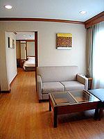 パタヤ シラチャーのホテル : パシフィック パーク ホテル & レジデンス(Pacific Park Hotel & Residence)のスイート (ホテルウィング)ルームの設備 Living Room