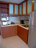 パタヤ シラチャーのホテル : パシフィック パーク ホテル & レジデンス(Pacific Park Hotel & Residence)のスイート (ホテルウィング)ルームの設備 Kitchen