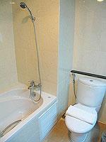 パタヤ シラチャーのホテル : パシフィック パーク ホテル & レジデンス(Pacific Park Hotel & Residence)のスイート (ホテルウィング)ルームの設備 Bath Room