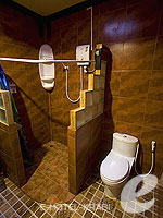 Bath Room : Family Room A Not Beach Front(P) (เกาะพีพี) โรงแรมในกระบี่, ประเทศไทย
