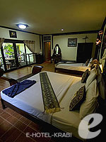 Room View : Family Room Beach Front(P) (เกาะพีพี) โรงแรมในกระบี่, ประเทศไทย
